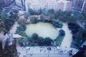 109.サクラダファミリア聖堂前の池.jpg
