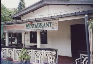 113.ホワイトハウスレストランでカレー(ポロンナルワ).jpg