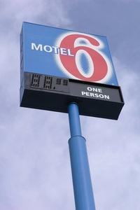 127.motel6 green river看板.jpg