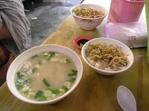 152.鶏肉飯とスープ.jpg