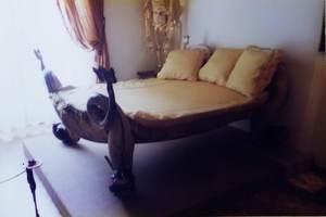 16.ダリが昼寝したベッド.jpg