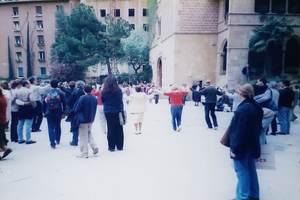 26.修道院前ではサルダーナの踊り.jpg