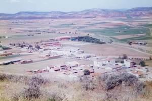 378.丘の上から闘牛場が見える.jpg