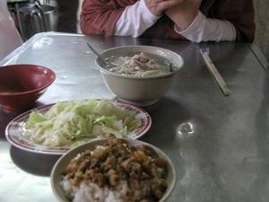 47.魯肉飯、ショーガ豚肉スープ、キャベツにんにく炒め.jpg
