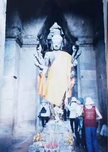 77.西塔門内高さ4mのヴィシュス神像.jpg